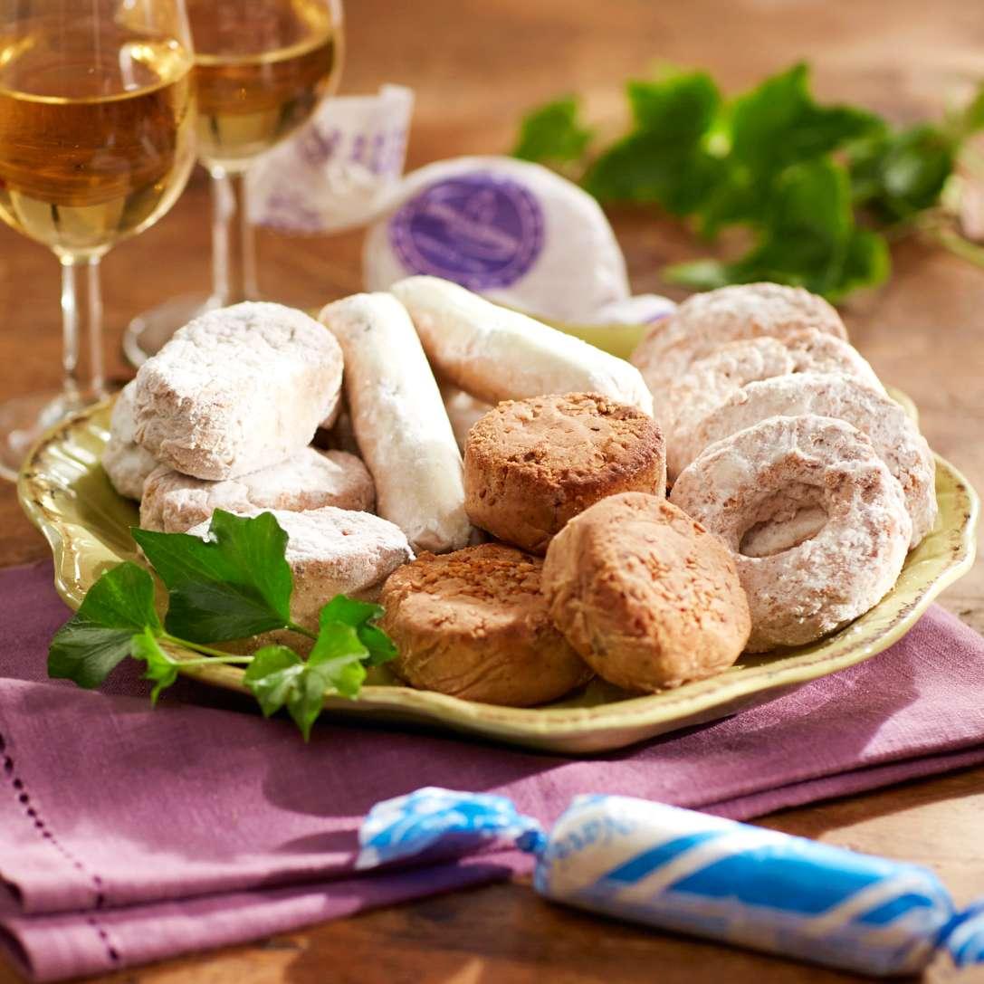 Surtido Of Holiday Cookies By Aromas De Medina