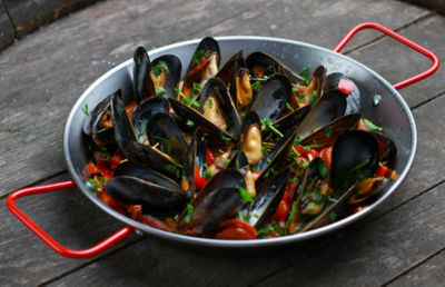 Mussels with Chorizo and White Wine Recipe